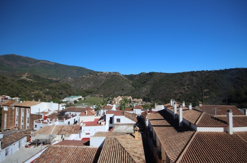 2 bedroom penthouse for sale Benahavis village